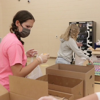 Service Learning Class Packs Lunches